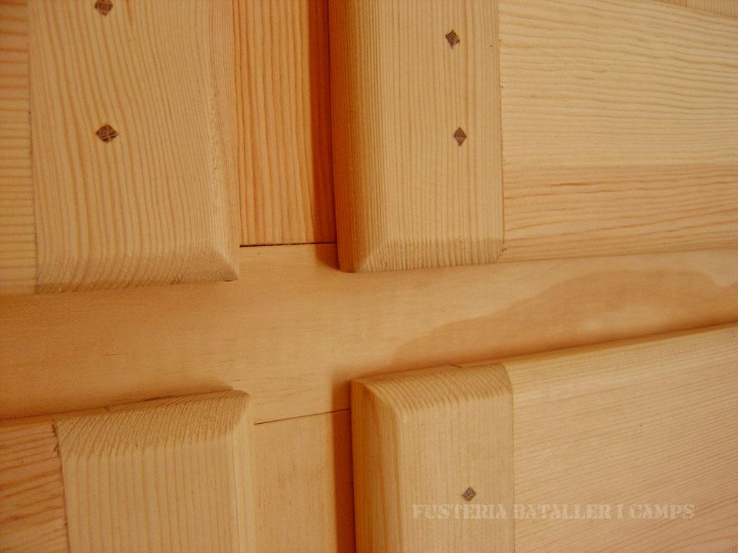 Portes armari pi massis natural detall