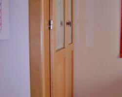 Portes armari plafo llis i vidre faig natural lateral