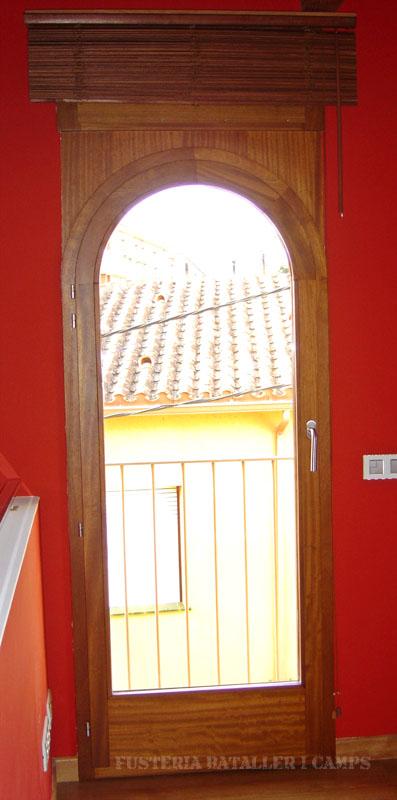 Balconera persiana Iroko.jpg