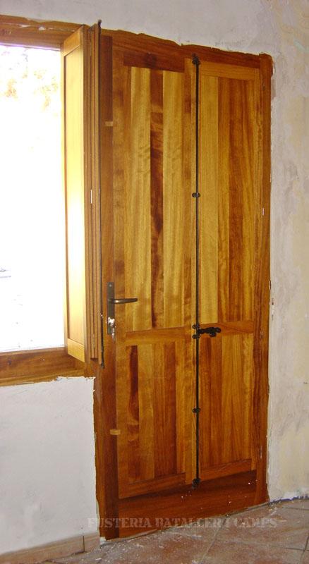 Finestres amb porticons interior Iroko 1