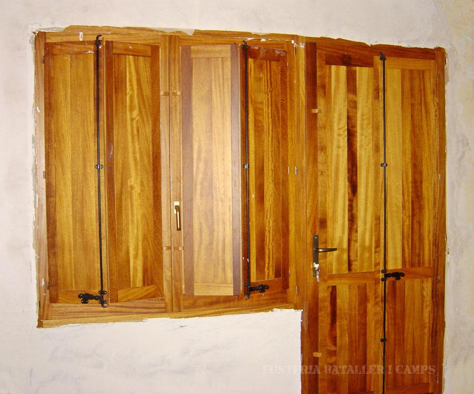 Finestres amb porticons interior Iroko 2
