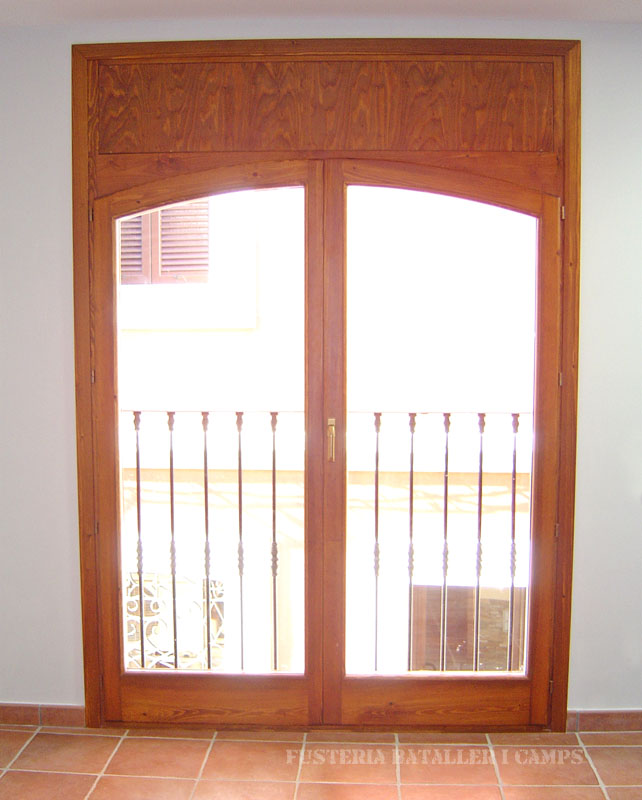 Finestres balconeres Iroko 1