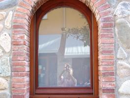Finestra punt rodo amb persiana fusta Iroko