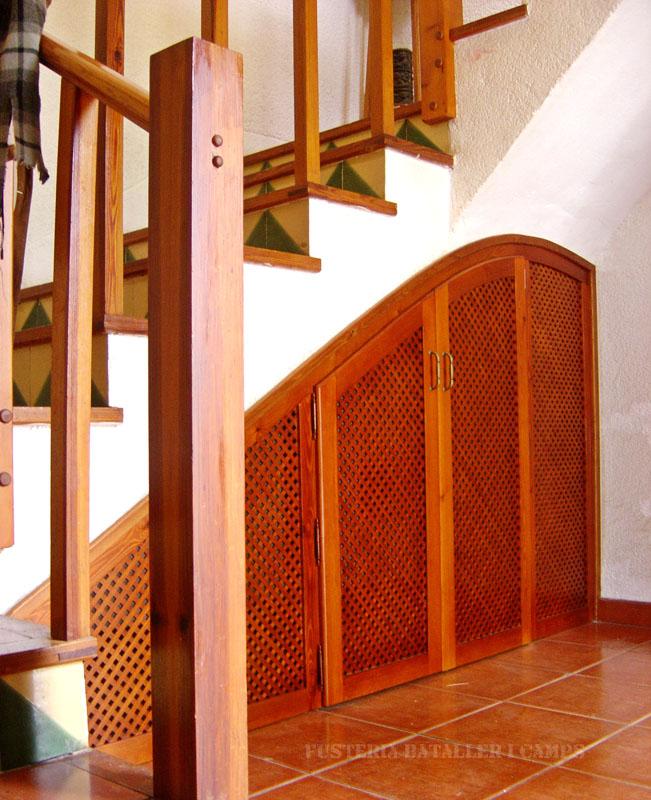 Tancament forat escala portes pi lateral.jpg