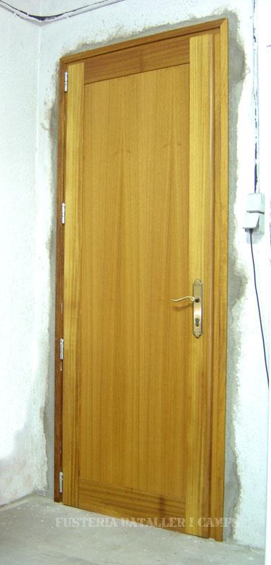 Porta encadellada Iroko.jpg