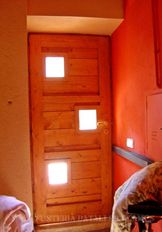 Porta exterior pi amb color 1.jpg