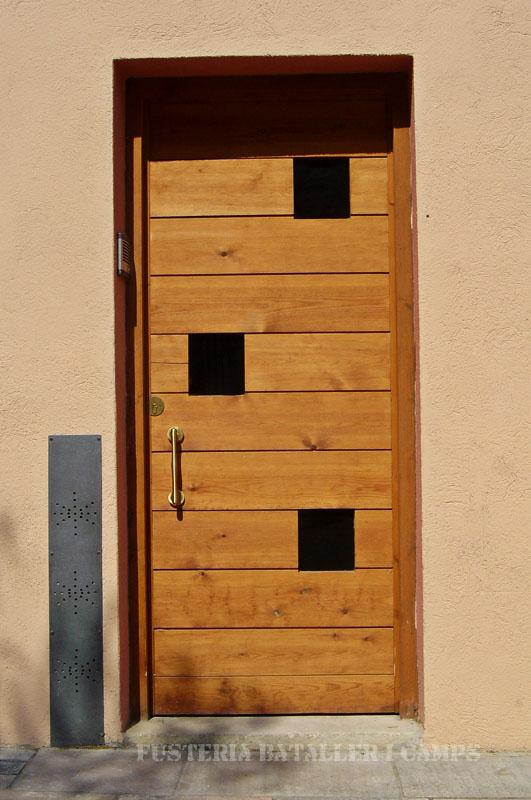 Porta exterior pi amb color 3.jpg
