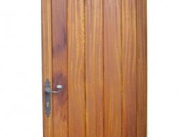 Porta encadellada Iroko 2.jpg
