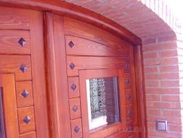 Porta exterior doble fulla encadellada pi vista detalls